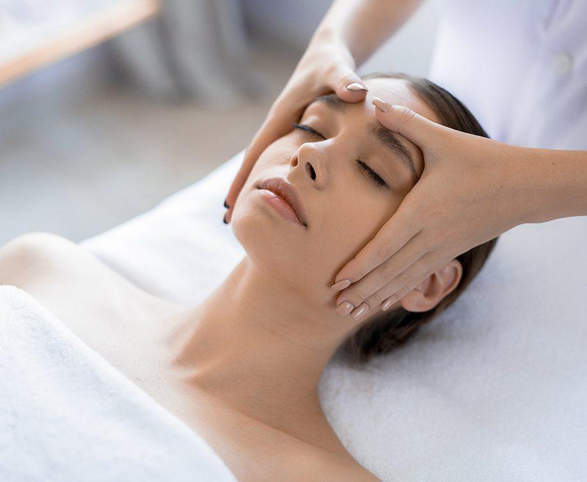 Massage du visage aux techniques japonaises